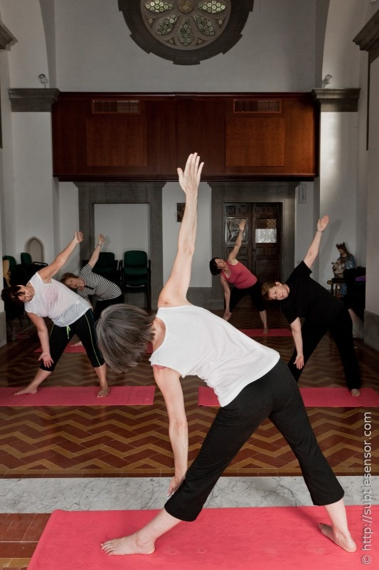 Rose teaching the class on an Italian Yoga Retreat