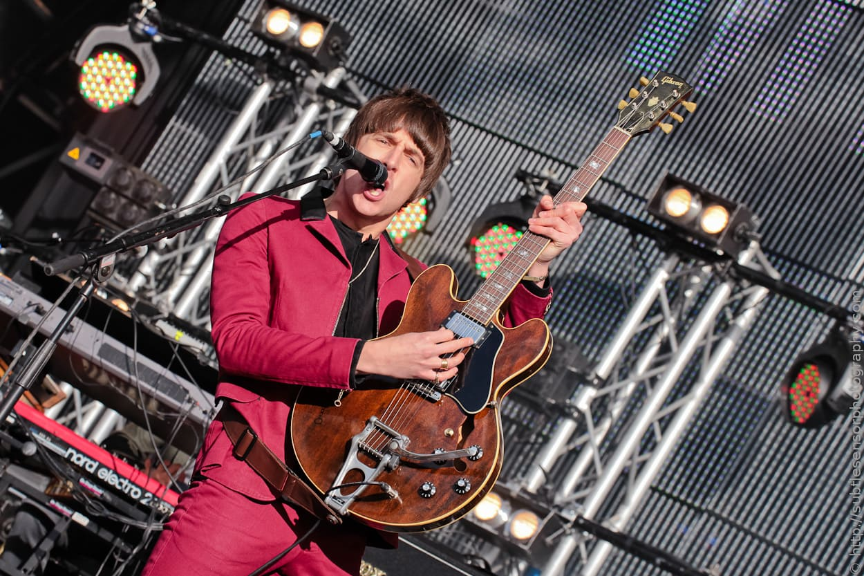 Miles Kane rocks the crowd at mainstage of Evolution 2012.